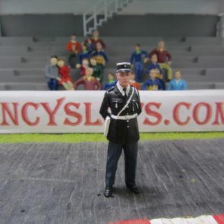 Le Mans Miniatures Figure FLM132043/2 Lucien Policeman