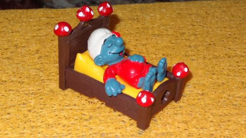 SMURFS ZZZ SLEEPING IN BED SUPER SMURF Figurine Vintage Rare Toy 1983 BOX4