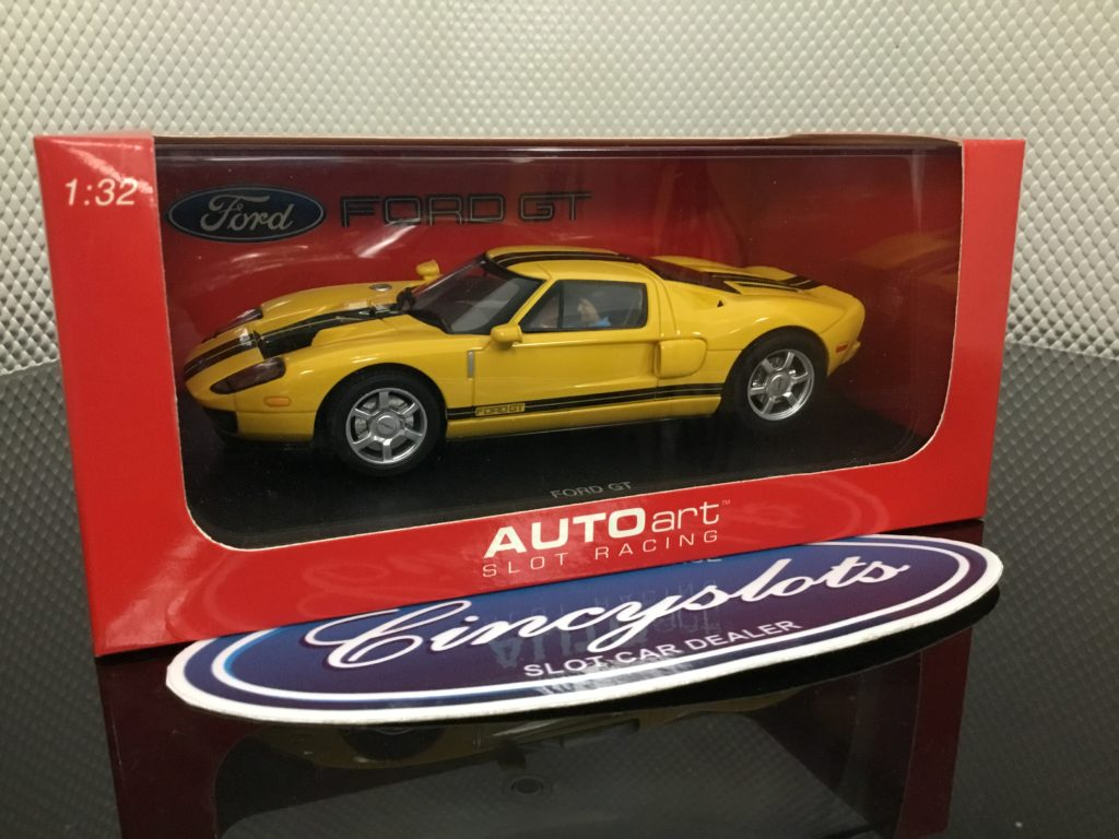 AutoArt 13082 Ford GT 2004 Yellow.