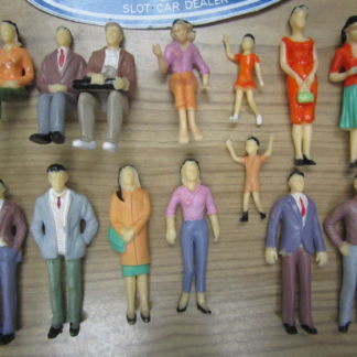 14 1/24 Scale Figures Spectators for Trackside Scenery