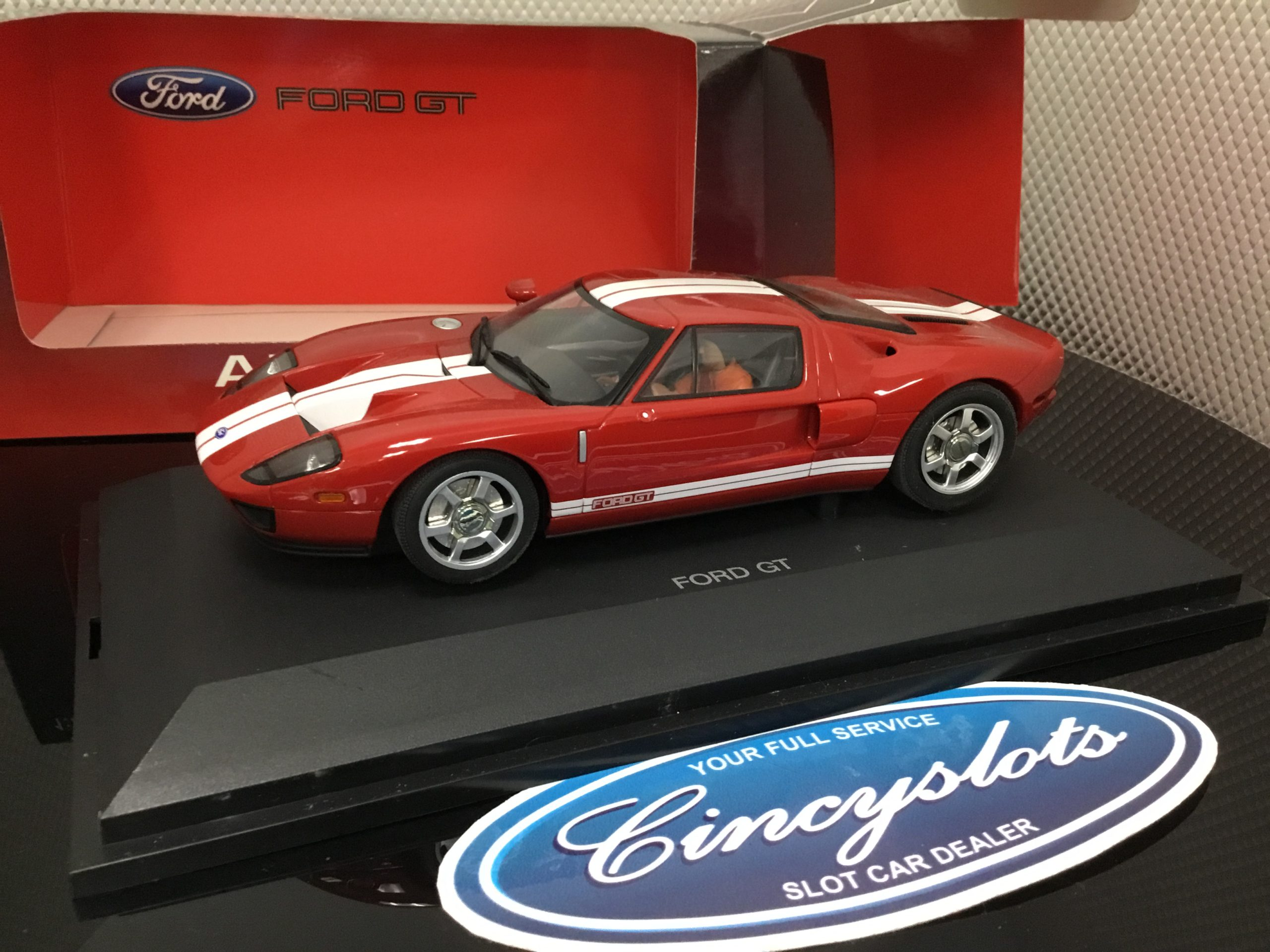 Autoart 14102 2005 Ford GT Red 1/24. USED